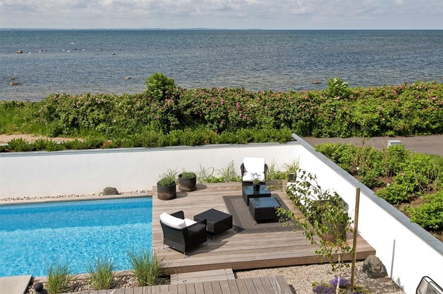 Modern beach houses landscaping