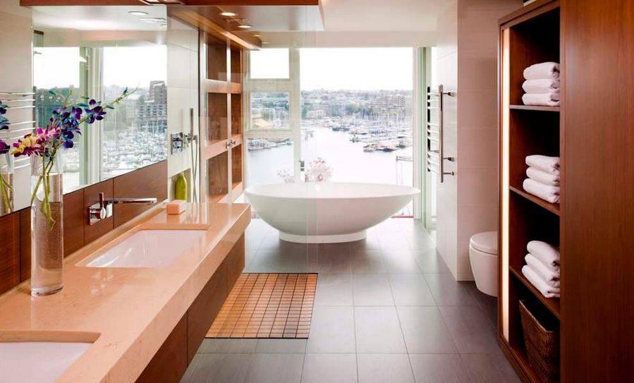 Luxury narrow bathroom with an ocean view