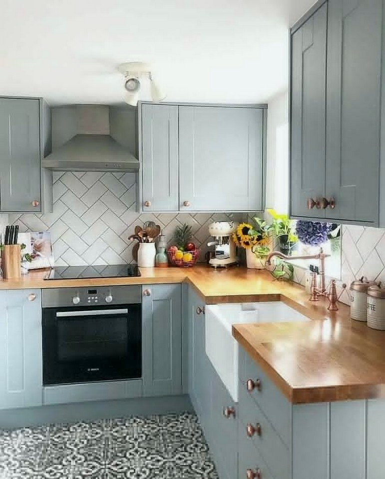 Stunning small kitchen for family