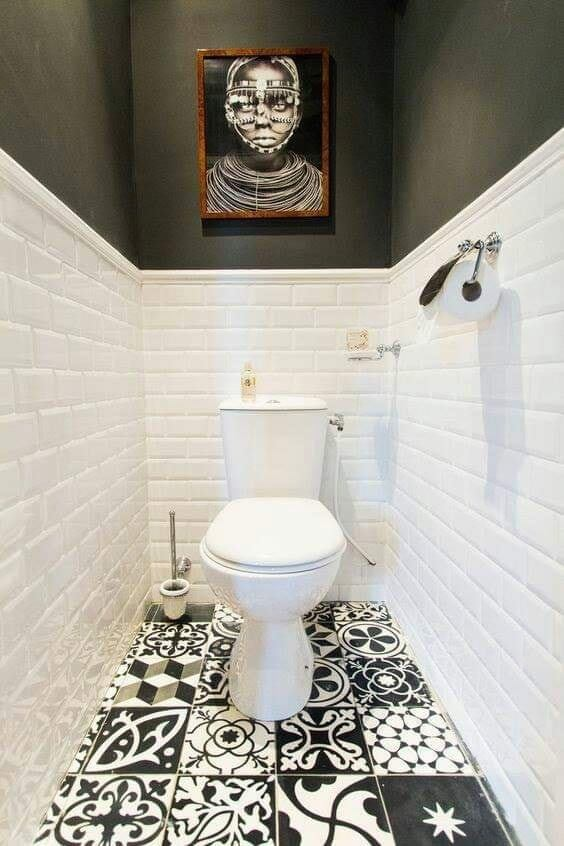 Modern bathroom with arts in wall and floor