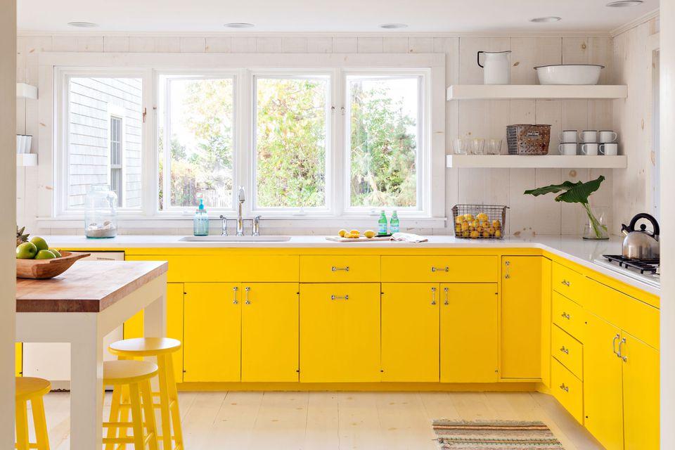 Yellow kitchen design idea