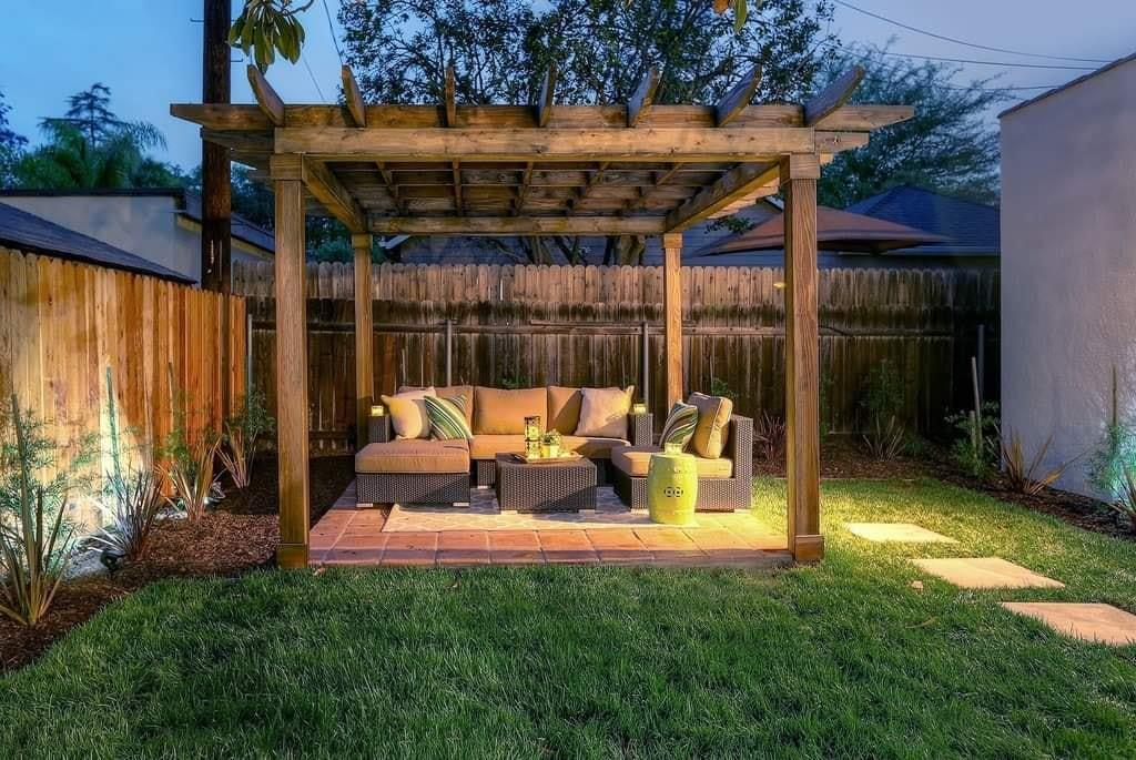 Backyard sitting area for your home