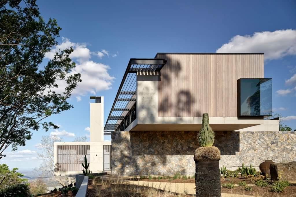 Mesmerizing Back Side - Source: Lockyer Architects