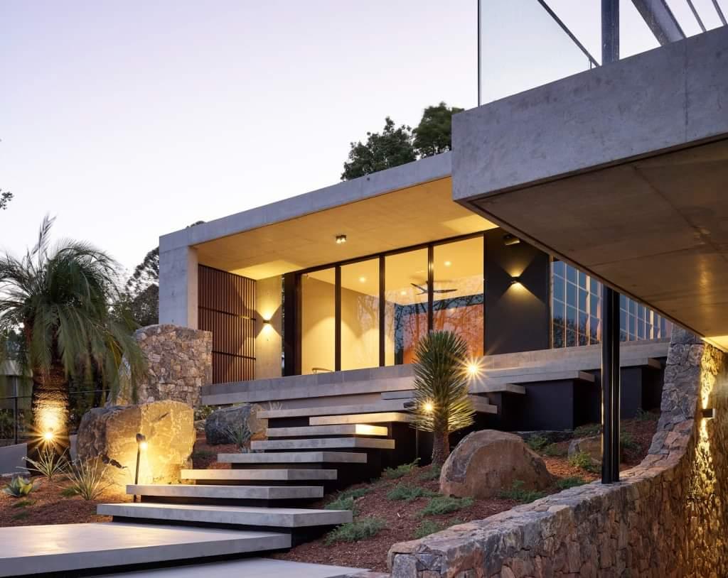 Stunning Front Reflecting Mid-Century Modern Look - Source: Lockyer Architects