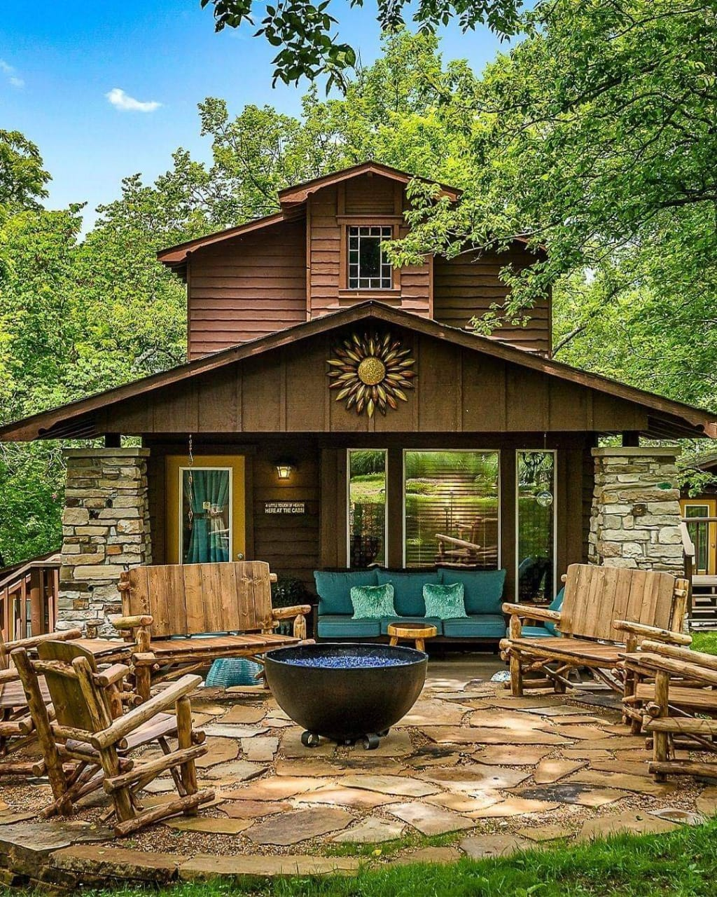 Mind-blowing cabin exterior set up - Source: The Woods Cabins